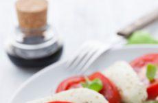 Cold caprese salad_020813