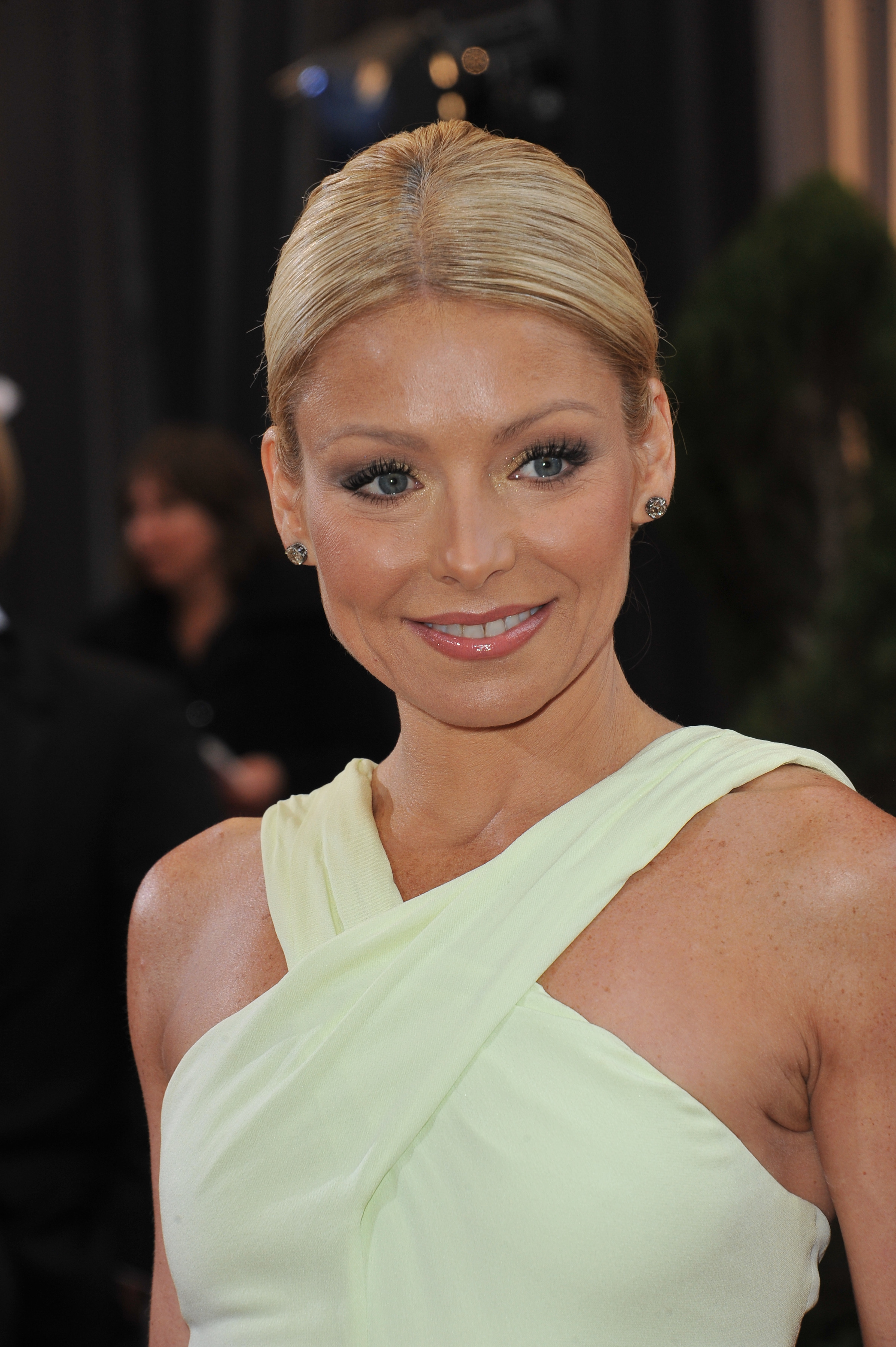 Want to Look Like Kelly Ripa?