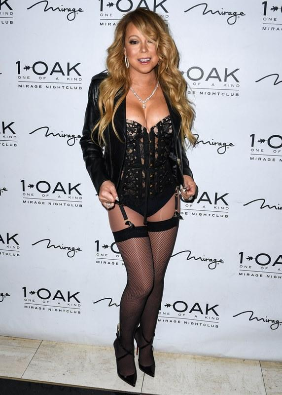 Mariah Carey looks super slim