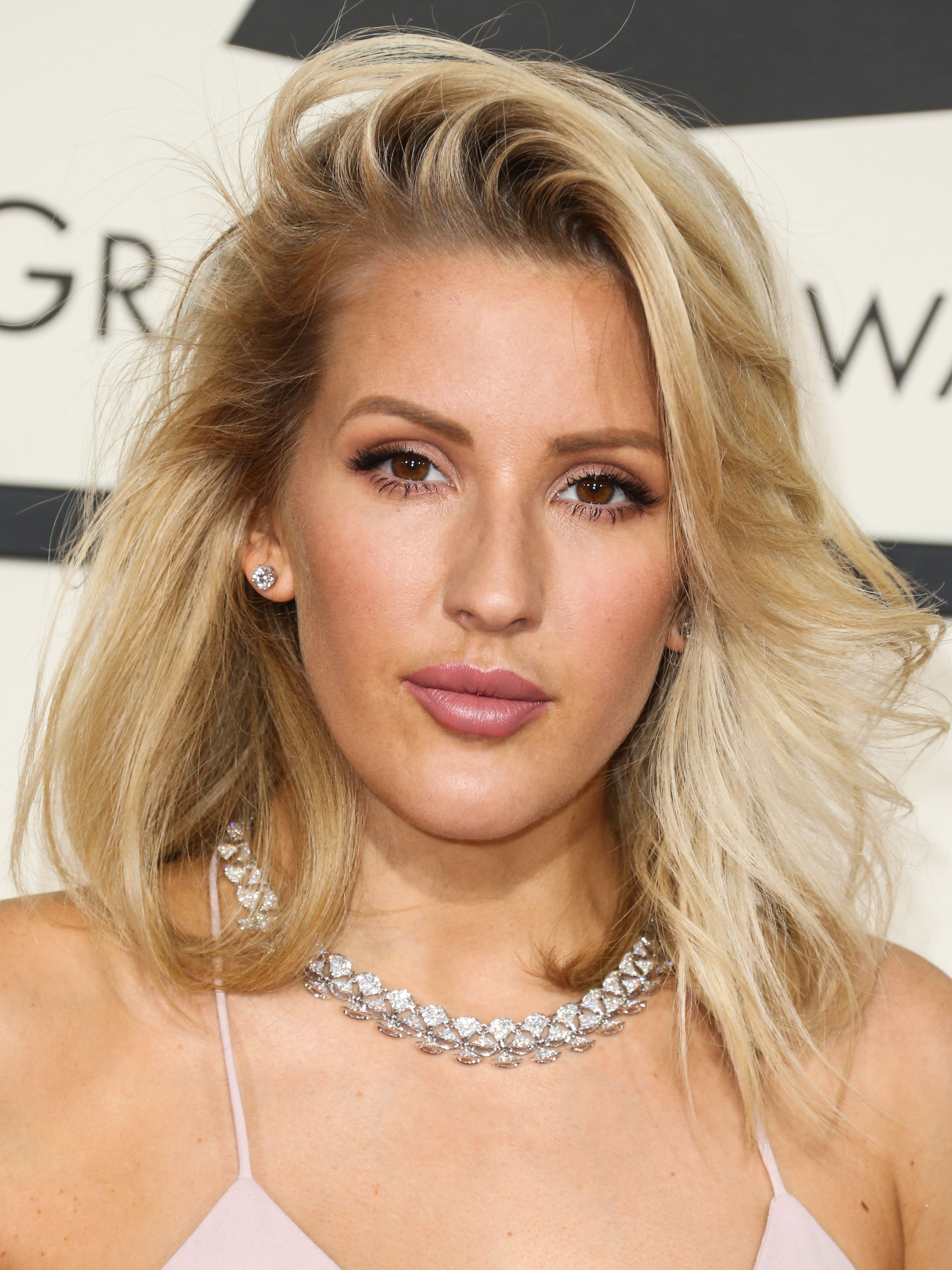 Ellie Goulding WILL attend exflame Prince Harrys