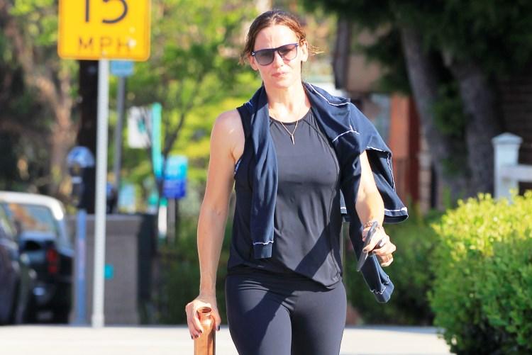 Jennifer Garner Height Weight Body Statistics