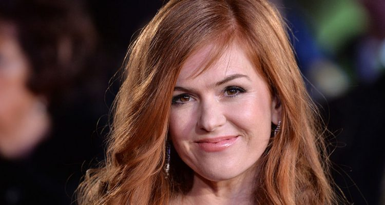 Isla Fisher Seduces Zach Galifianakis in Keeping Up With The Joneses Trailer with Yoga Body, Follows Healthy Diet