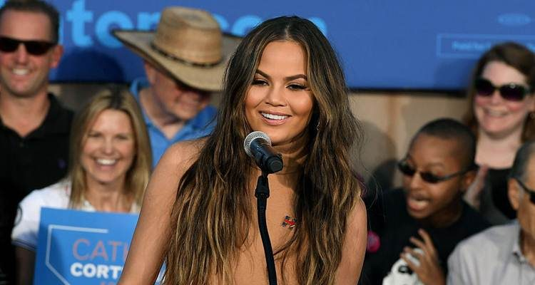 Chrissy Teigen went without underwear at the American Music Awards