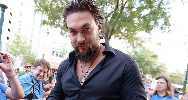 """Aquaman Jason Momoa Keeps Fit for """"Frontier"""" Netflix Premiere"""