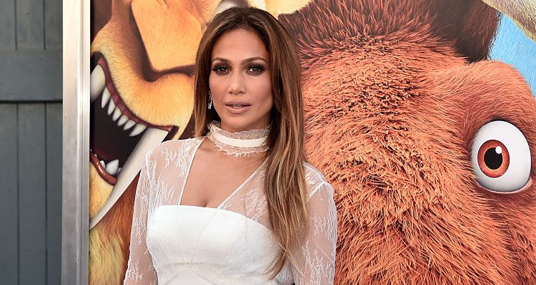 Jennifer Lopez Ready for Latin Grammy Awards 2016 Performance: J. Lo.'s Vegan Diet Helps Her Stay Fit at 47