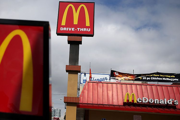Mcdonalds christmas eve opening hours holiday offers for Fast food restaurants open on christmas day