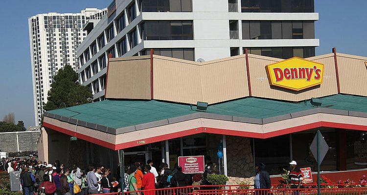 Restaurants Open on Christmas Day: Cracker Barrel, Golden Corral, Denny's, IHOP