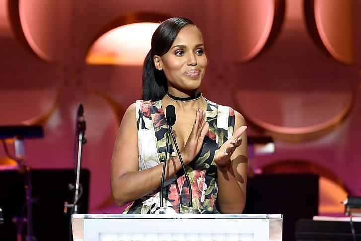 "Kerry Washington Flaunts Her Slim Body at Golden Globes 2017: ""Scandal"" Star Gets Back in Pre-Pregnancy Shape"